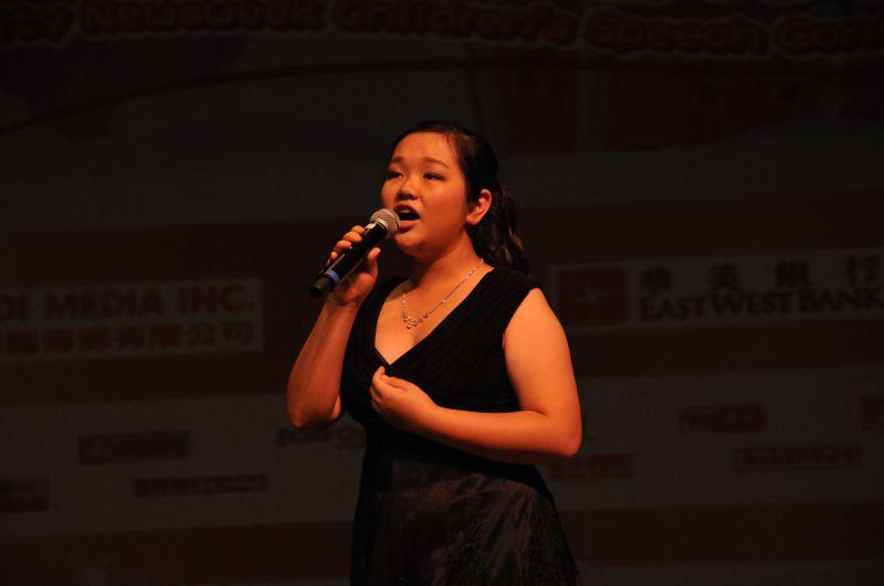 年轻优秀的苏馨怡演唱音乐剧选段获得热烈反响